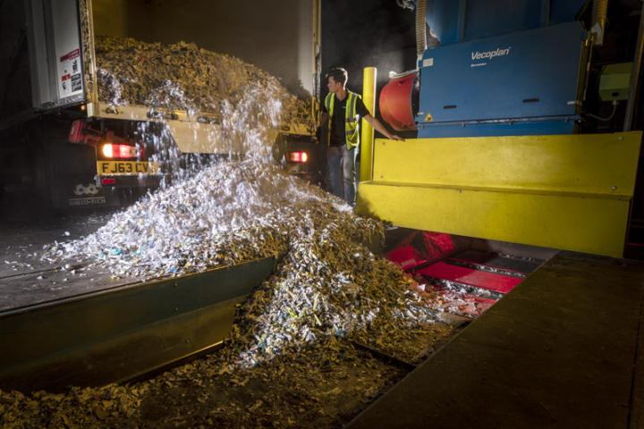 Unloading shredded paper