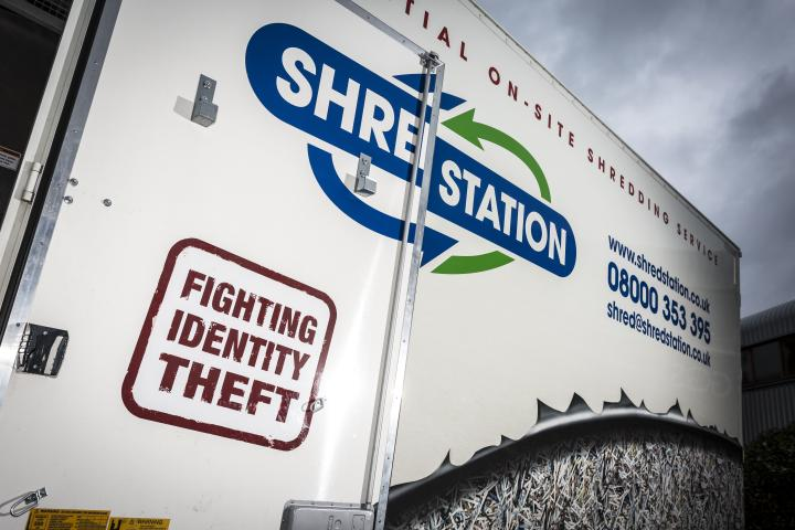 Shredding vehicle side
